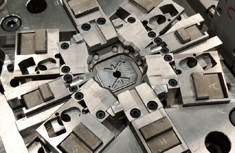 時計外装部品の金型